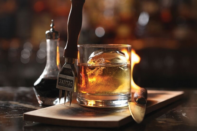 8-Best-Steakhouse-Cocktails-American-Cut_Plank-Smoked-Old-Fashioned-720x480-inline