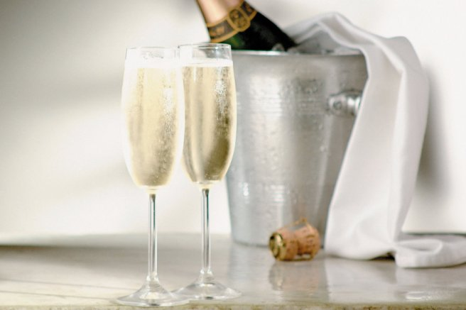 header-champagne-glasses-bottle-CHAMPAGNE0620.jpg