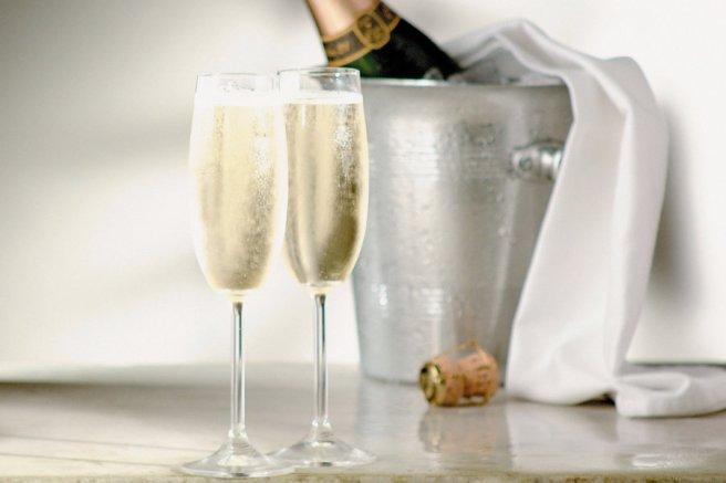header-champagne-glasses-bottle-CHAMPAGNE0620.jpg